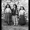Três crianças declararam ter visto uma aparição da Virgem Maria sobre uma azinheira, na Cova da Iria, perto de Fátima