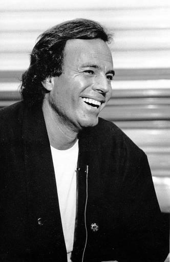 Nasce o cantor Júlio Iglesias