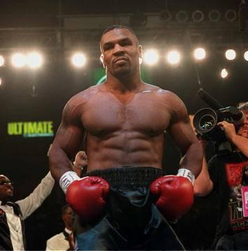 Mike Tyson tornou-se o mais jovem campeão mundial dos pesos pesados