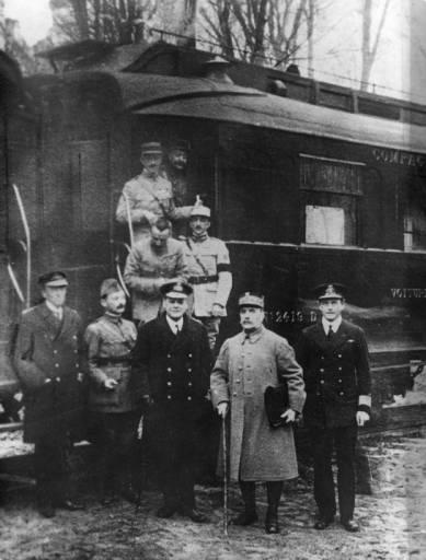 Foi assinado o armistício de Compiègne que dá fim à Primeira Guerra Mundial