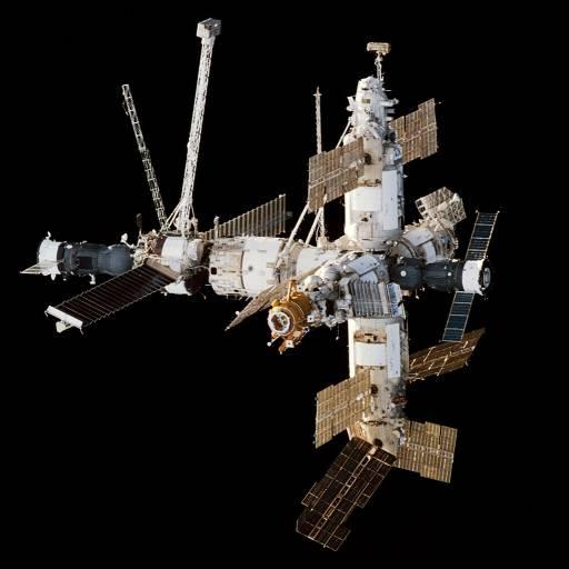 A estação espacial russa MIR regressou à Terra