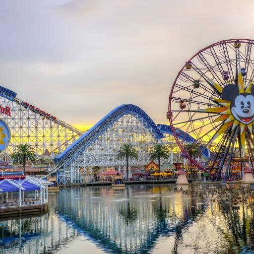 Foi inaugura a Disneylândia na Califórnia