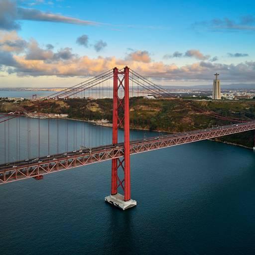 Foi inaugurada a Ponte Salazar, hoje Ponte 25 de Abril