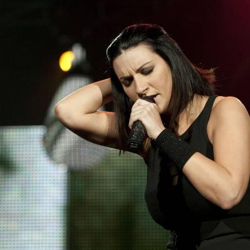 Nasceu a cantora Laura Pausini