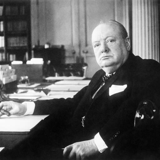 O primeiro-ministro inglês, Winston Churchill, usou pela primeira vez a expressão Cortina de Ferro