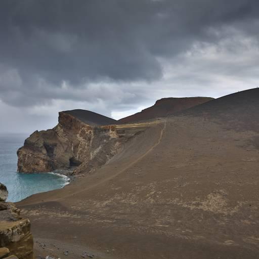 O vulcão dos Capelinhos, na ilha do Faial, entrou em actividade