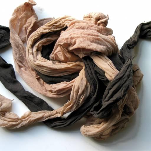 Foram vendidas as primeiras meias de nylon nos Estados Unidos
