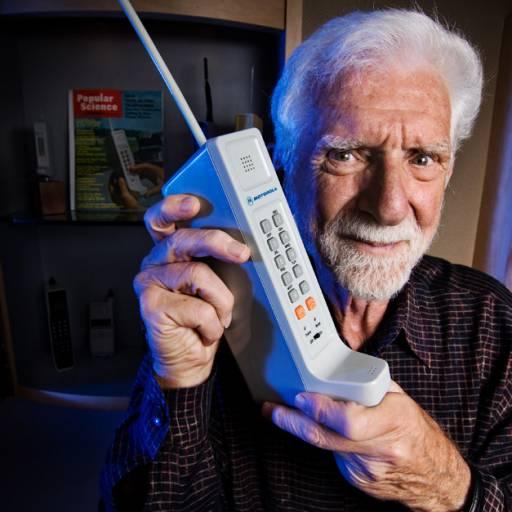 A Motorola realizou a primeira chamada de telefone móvel
