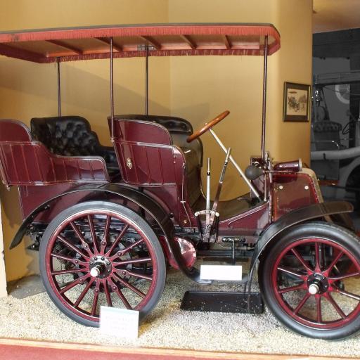O primeiro modelo da Daimler foi lançado