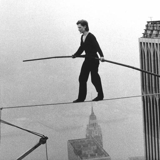 Philippe Petit caminhou sobre um cabo metálico entre as torres do World Trade Center