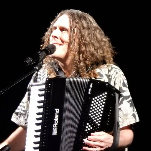 "Nasceu o cantor, compositor e actor ""Weird Al"" Yankovic"