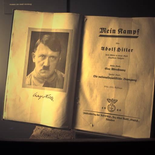 Adolf Hitler publicou Mein Kampf