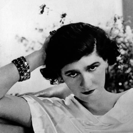 Nasceu a estilista Coco Chanel