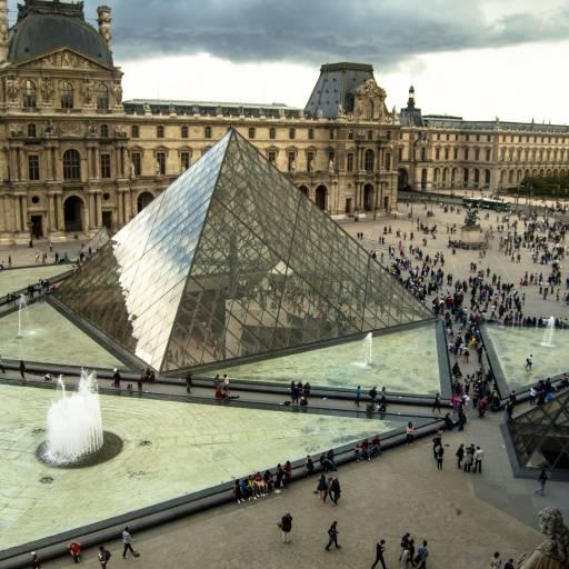 O Museu do Louvre foi aberto ao público