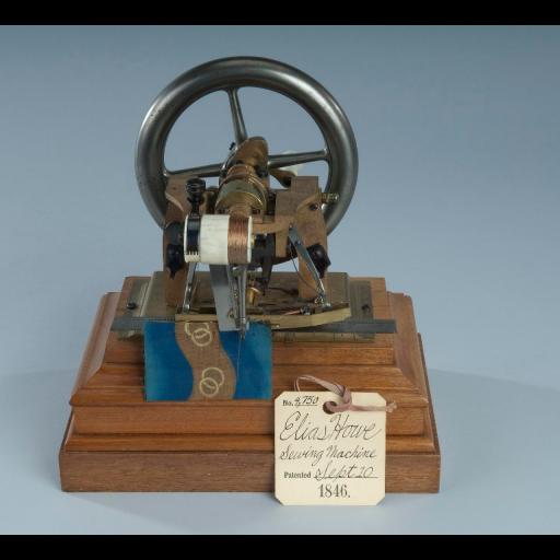 Foi registada a patente da máquina de costura