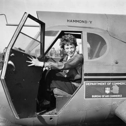 Nasceu a pioneira na aviação Amelia Earhart