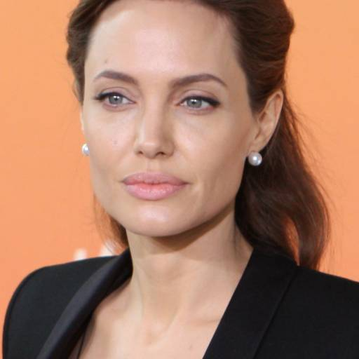 Nasceu a actriz e humanista Angelina Jolie