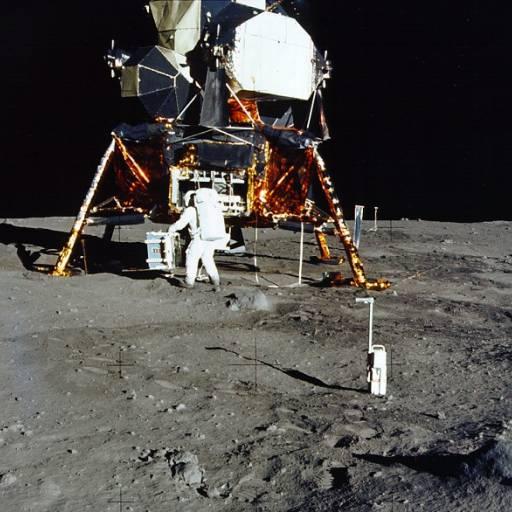 Foi lançado ao espaço Apollo XI