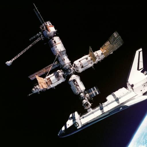 Ocorreu com sucesso o acoplamento da nave espacial Atlantis na estação russa Mir