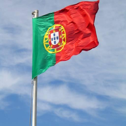 """Foi aprovada a nova bandeira e o hino """"A Portuguesa"""""""