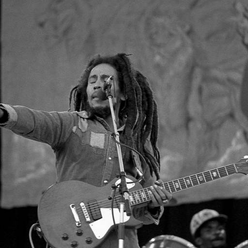 Nasceu o cantor e compositor Bob Marley