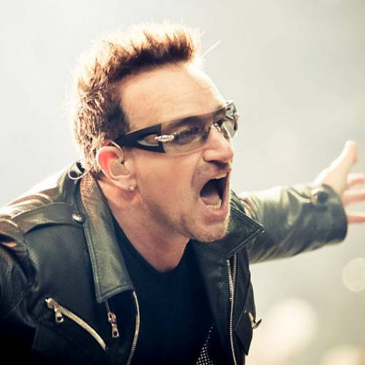 Nasceu o cantor Bono