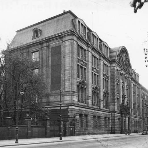 Foi fundada a polícia secreta Gestapo
