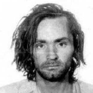 """Charles Manson e outros membros da """"família"""" foram considerados culpados e com sentença à prisão perpétua"""