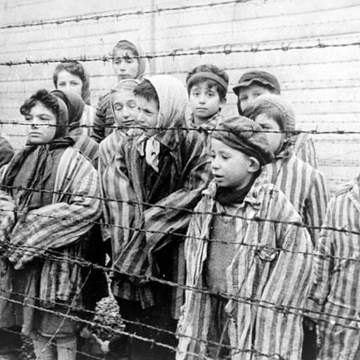 Tropas soviéticas libertaram os campos de concentração nazistas Auschwitz-Birkenau