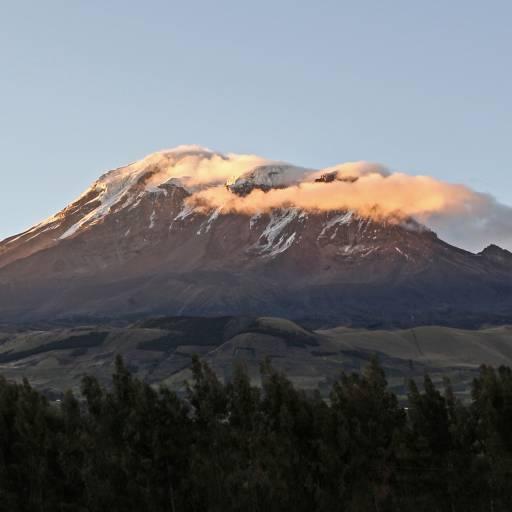 Alpinistas encontraram destroços de um avião desaparecido em 1976 no Vulcão Chimborazo