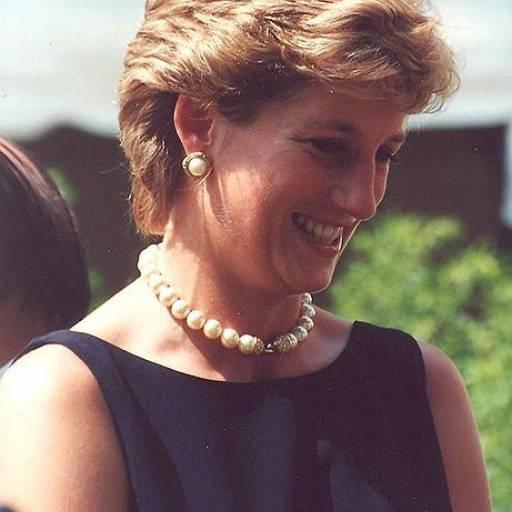 Princesa Diana e o seu namorado, Dodi Al-Fayed, morreram num grave acidente de carro em Paris