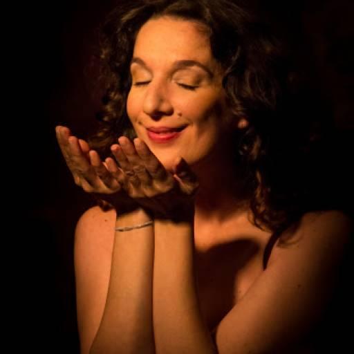 Nasceu a cantora Dulce Pontes