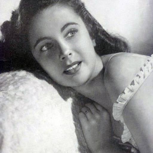 Nasceu a actriz Elizabeth Taylor
