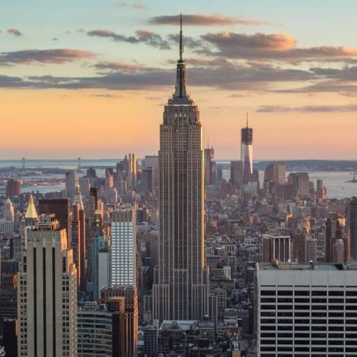 Um avião embateu contra o Empire State Building, causando 28 mortes