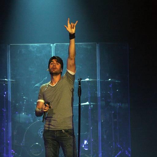 Nasceu o músico Enrique Iglesias
