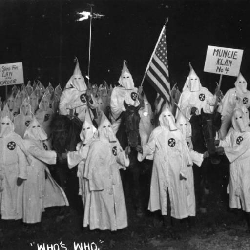 Foi fundada a organização Ku Klux Klan