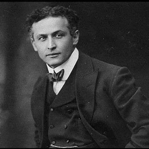 O mágico Houdini apresentou pela primeira vez o truque de se livrar de algemas dentro de um tanque cheio de água