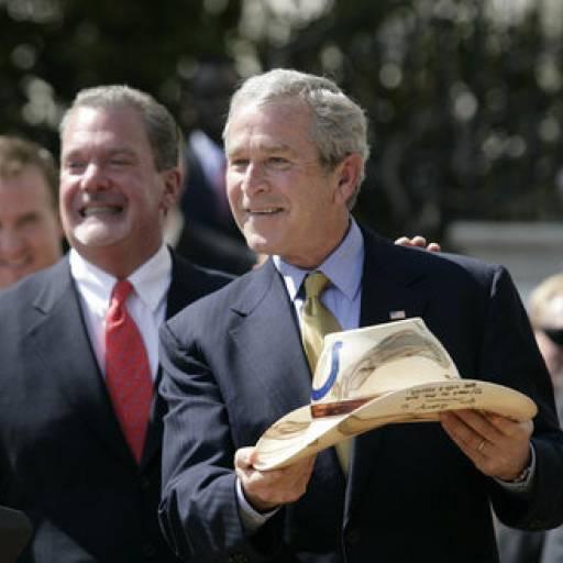 George Bush desencadeou uma campanha militar contra o Afeganistão devido aos atentados de 11 de Setembro