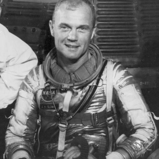 Nasceu o primeiro astronauta norte-americano, John Glenn