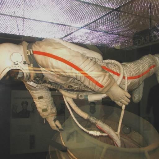 Aleksei Leonov realizou o primeiro passeio espacial