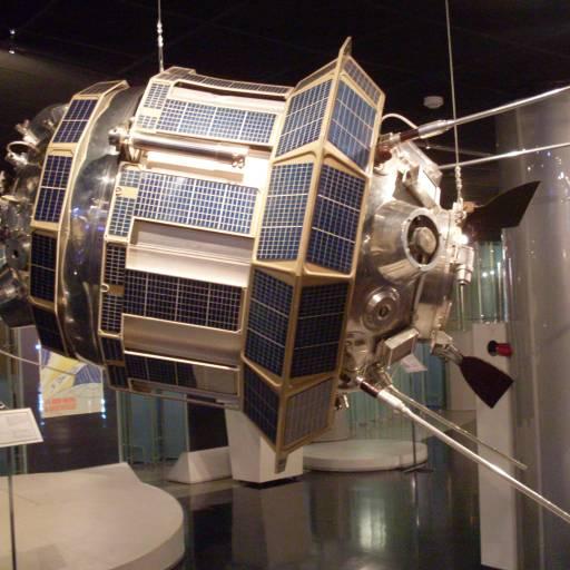 A sonda soviética Luna III transmitiu fotografias da face oculta da Lua