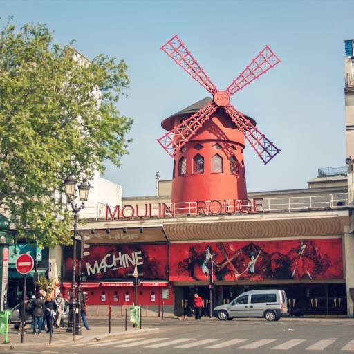 Foi inaugurado o Moulin Rouge