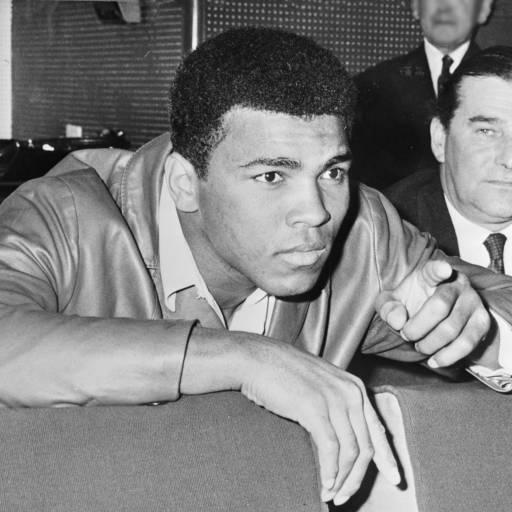 Muhammad Ali tornou-se campeão mundial de boxe na categoria peso pesado