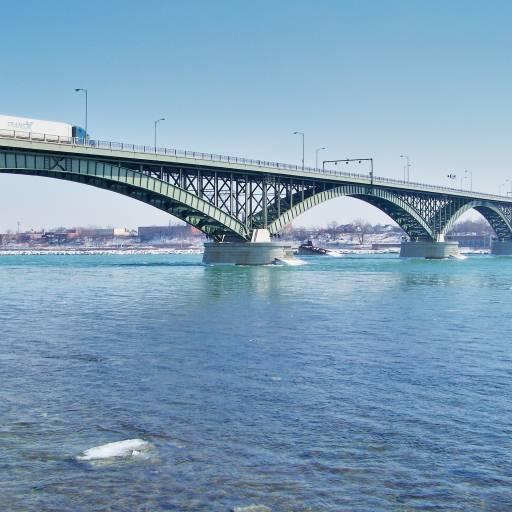 A ponte da Paz sobre o rio Niágara, que une as cidades de Buffalo (EUA) e Fort Erie (Canadá), é inaugurada