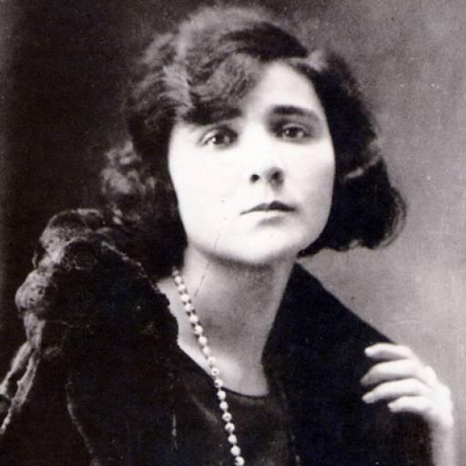 Nasceu a escritora e poetisa Florbela Espanca