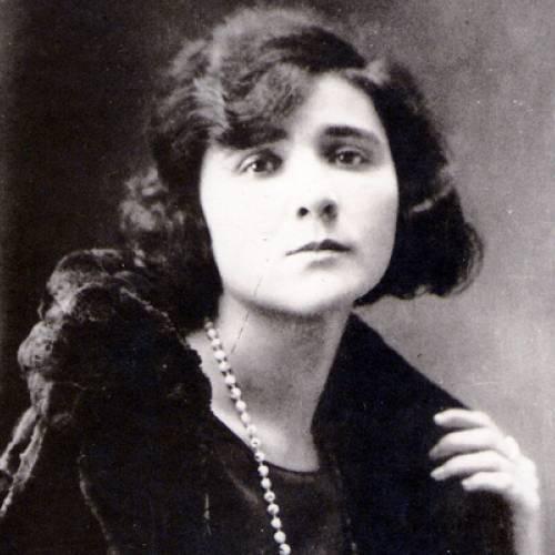 Faleceu a escritora e poetisa Florbela Espanca