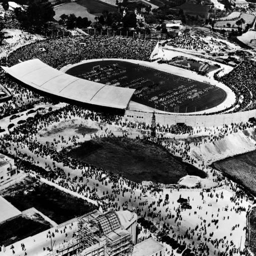 Foi inaugurado o Estádio das Antas