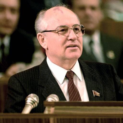 Mikhail Gorbachev foi escolhido para suceder na presidência da URSS