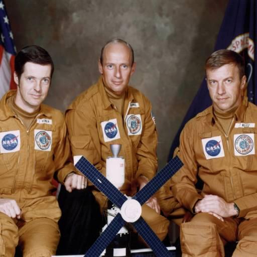 Os três astronautas da nave espacial Skylab II caíram no Oceano Pacífico depois de passar 59 dias em órbita