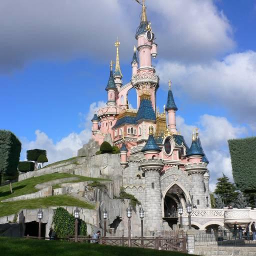 Foi inaugurada a Disneyland Paris